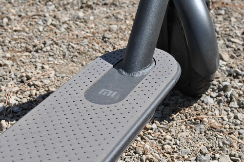Xiaomi electric scooter deck has a grey rubberized finish