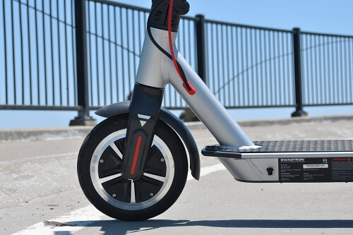 Swagger 5 front wheel that contains a DC electric motor