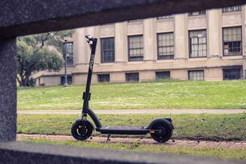 Apollo Air Pro electric scooter - full scooter peekaboo grass